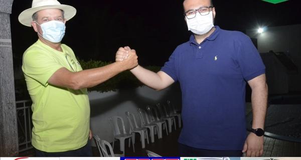 Deputado Dr. Leonardo se reúne com empresários e politicos em Juína