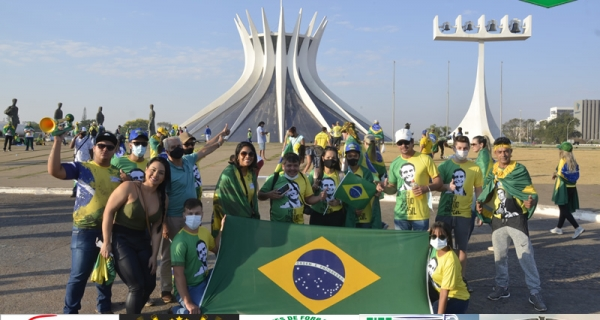 CARAVANA DE JUÍNA VAI A BRASÍLIA EM PROL A BOLSONARO